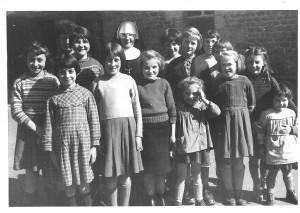 1961, un groupe de filles