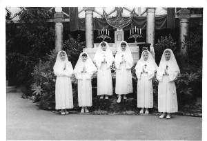 1963, les communiantes, le jour de la Fête-Dieu(1)